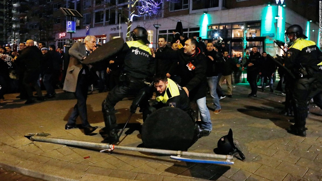 Turkey summons Dutch envoy to demand apology after clashes