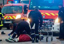 Four shot in Calais migrants brawl