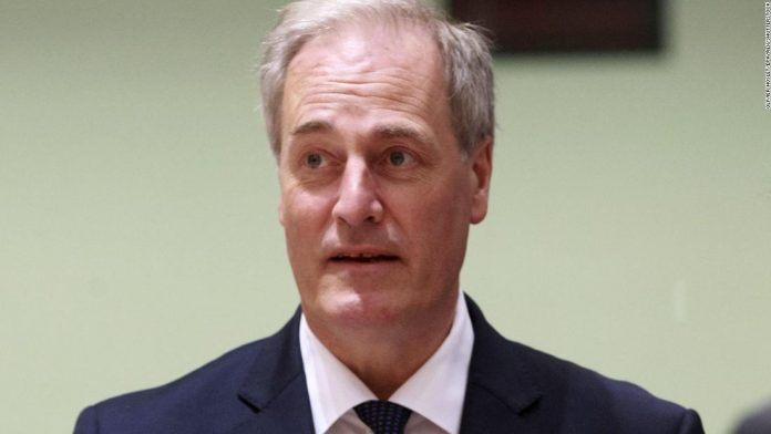UK Lord briefly resigns for being late