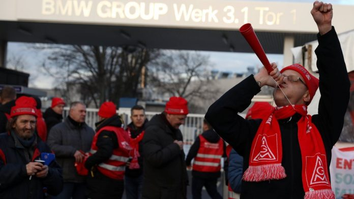 German industrial workers win right to flexible hours