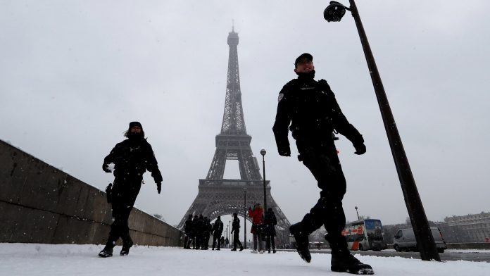 Eiffel Tower to remain shut due to snow